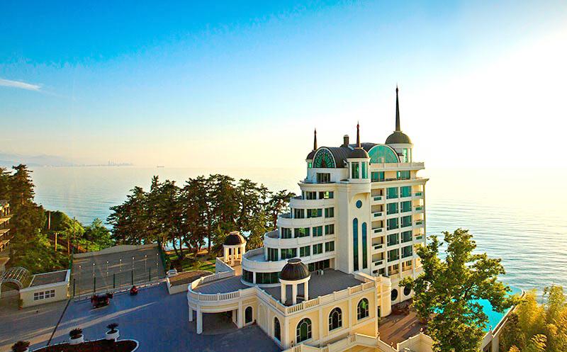Premium კლასის სასტუმრო `Castello Mare Hotel & Wellness Resort`გთავაზობთ გრანდიოზულ ფასდაკლებას ორადგილიან ნომრებზე საუზმით + სპა ცენტრი!